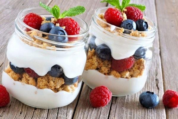 Гранола из мюсли с натуральным йогуртом и малиной ♨
