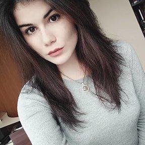 Алена глущенко весы девушка в работе