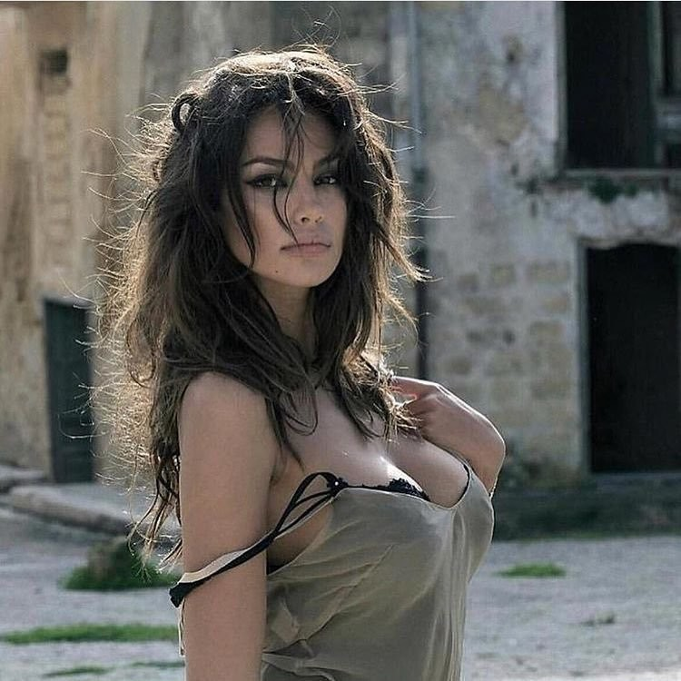 italy-necked-girl-photo-sexx-pictor