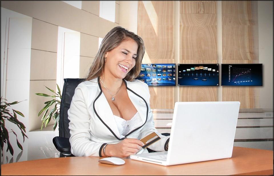 день фото с компьютера сотрудницы в возрасте этой статье