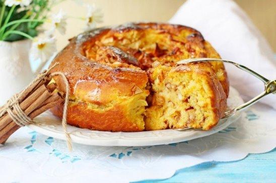 Тыквенный пирог с медом и яблоками
