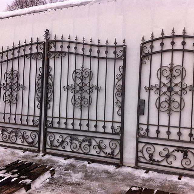 Реализуем кованые ворота без покраски.Доставка по всей России транспортной компанией.Работаем с частными лицами,организациями,все документы предоставляем.Цена от 16000р за ворота с калиткой.Писать в л.с