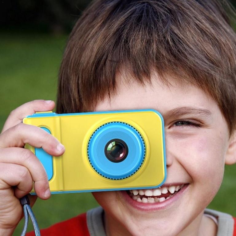 нужно камера где можно фотографировать кнопкой характеристики