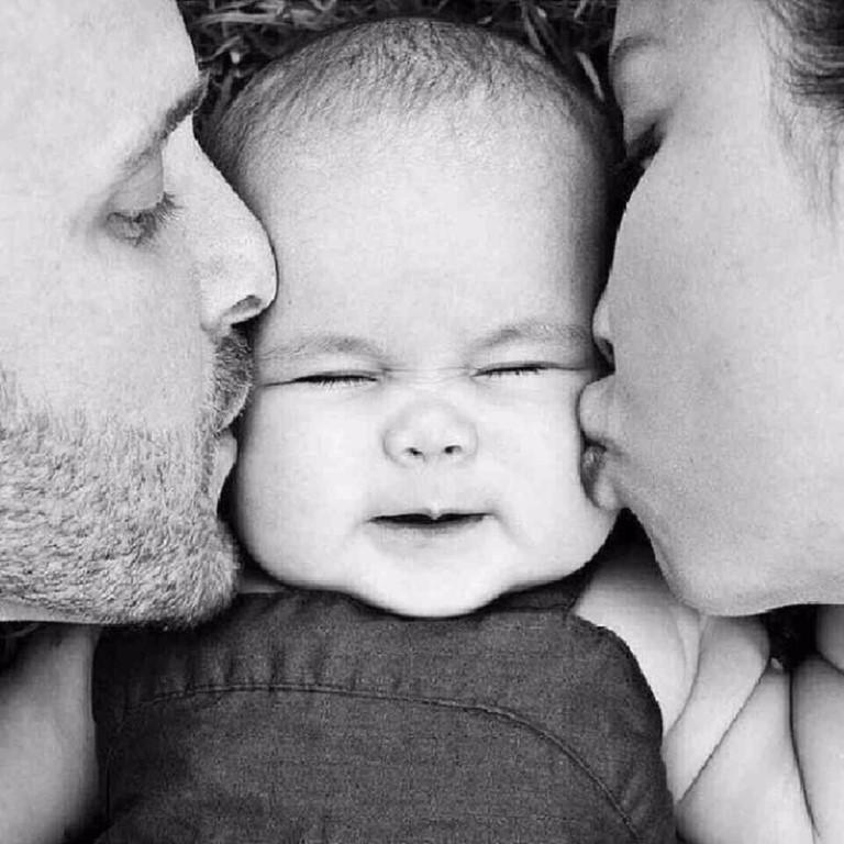 фото счастливой семьи с детьми черно белые