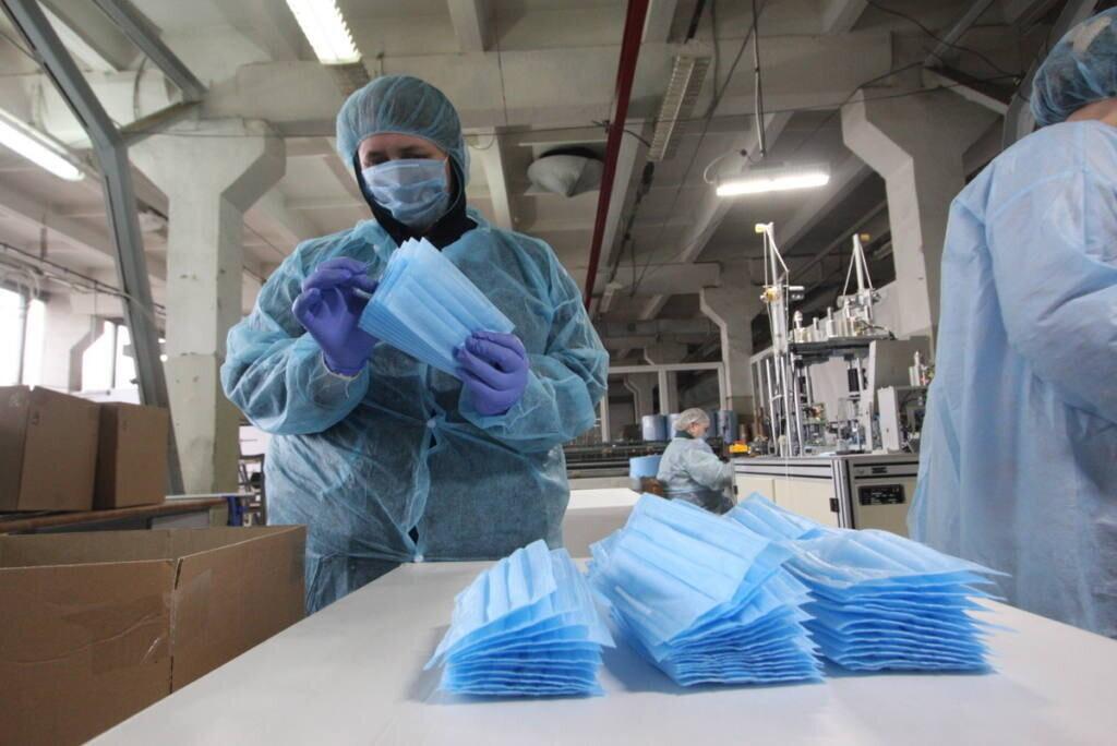 В городе Таганроге защитные маски производят 15 хозяйствующих субъектов