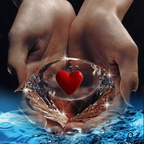 гифы сердца в руках вчера