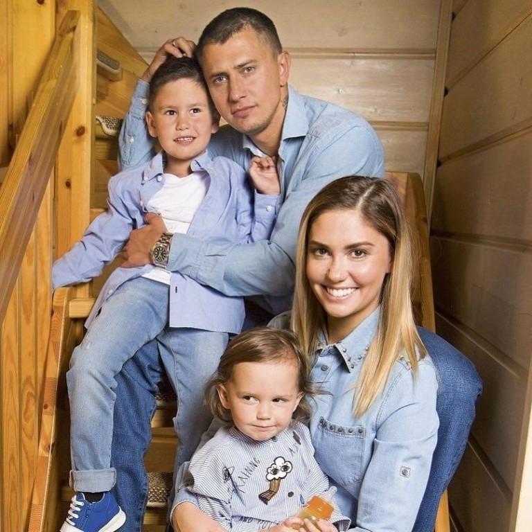 узор, дает павел прилучный с женой и сыном фото каком