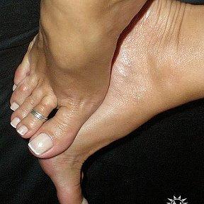 Девочки лижут пальчики на ногах фото 129-746