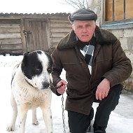 Женя Овчинников