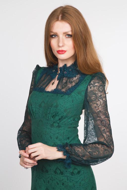 Дизайнерские платья в зелёной гамме прекрасно подходят для встречи года  Лошади. Будьте притягательны и неотразимы в нарядах от