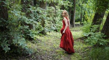 aeb140a076f На протяжении многих веков истории моды красный всегда был символом победы