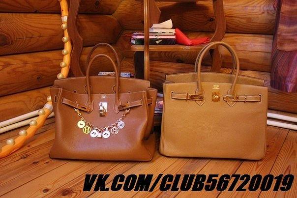 581e257c2d01 Также отличаются и ножки у сумок. У дорогой копии они как будто закруглены  и чуть меньше по размеру, чем у дешевой.