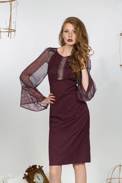 Эффектное платье из жаккарда цвета красного вина, со струящимися рукавами  из шифона прекрасно подчеркнёт вашу фигуру. Модель