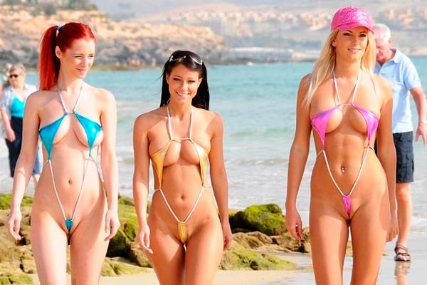Мини бикини за девушками на пляже фото 482-556