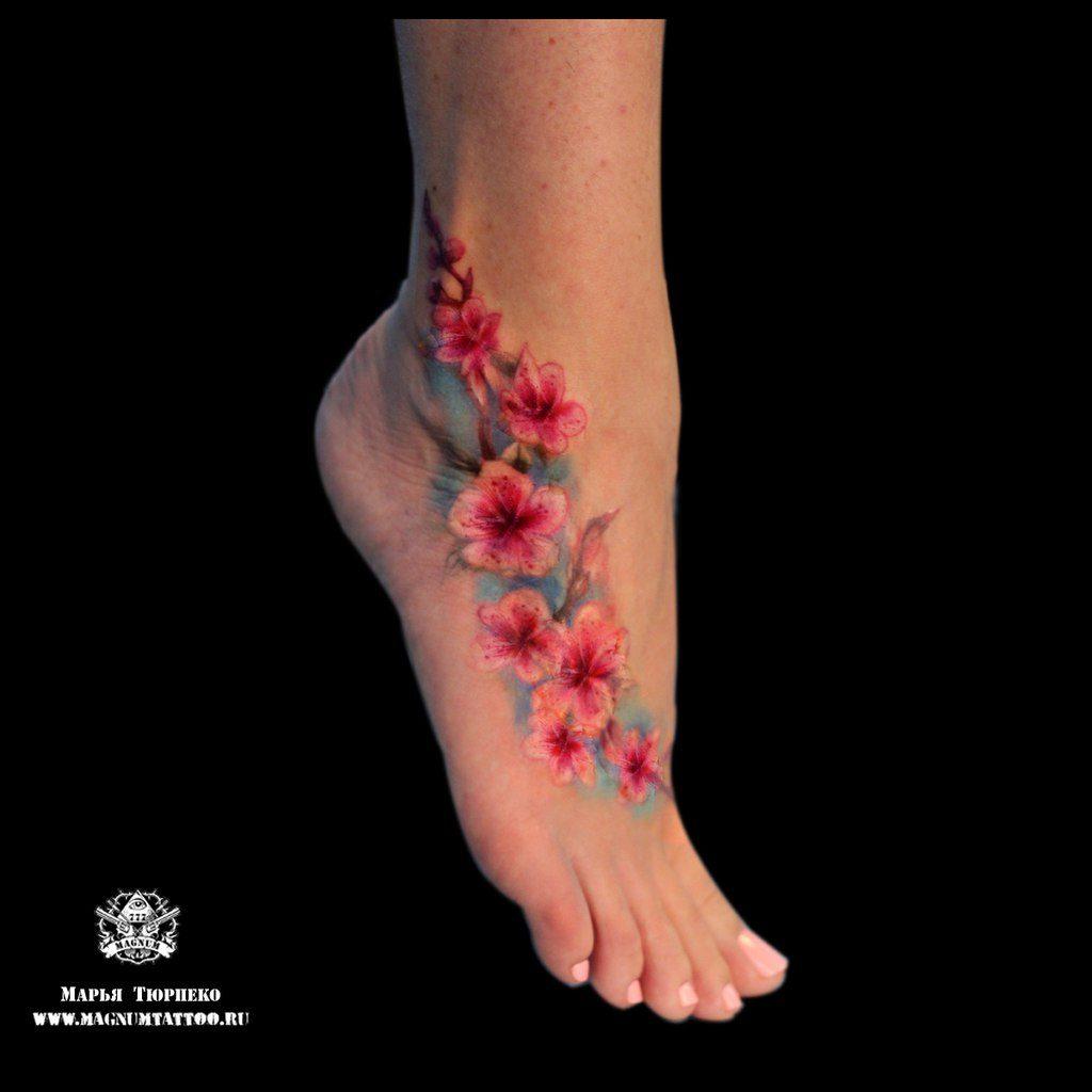 марьятюрпеко закончила цветочную композицию на ноге