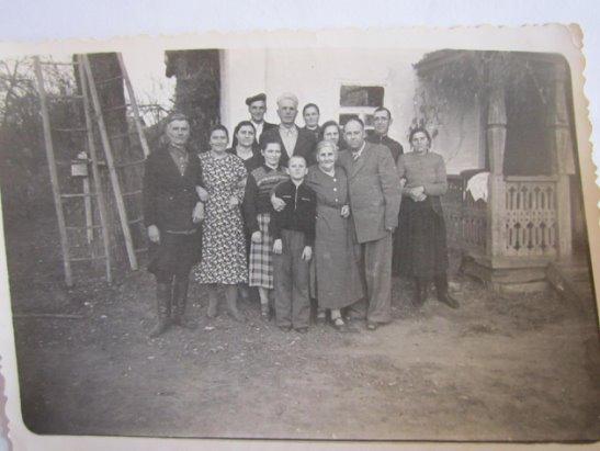Дед и служанка фото 716-934