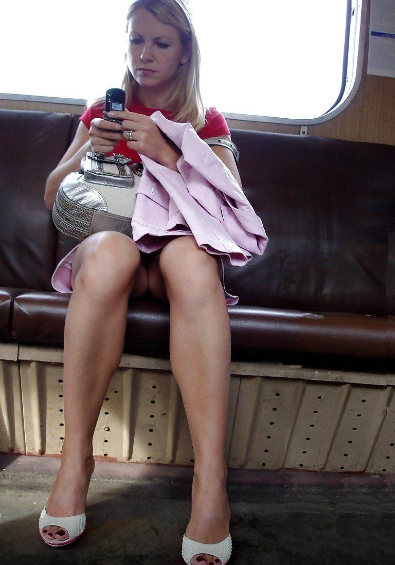 фото в юбках в транспорте