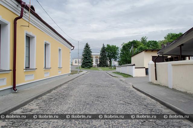 Картинки по запросу Кобрин Замковая площадь