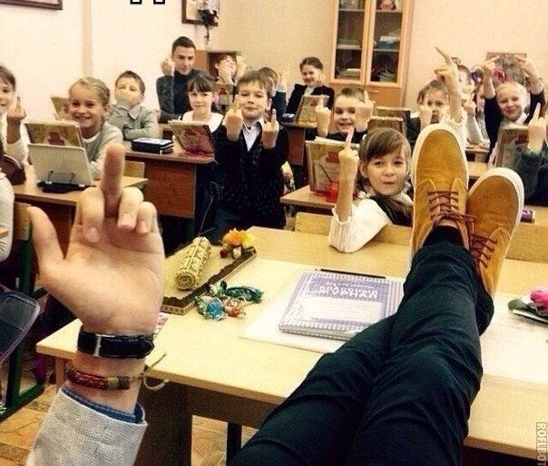Молодая учительница пришла к ученику фото 374-141