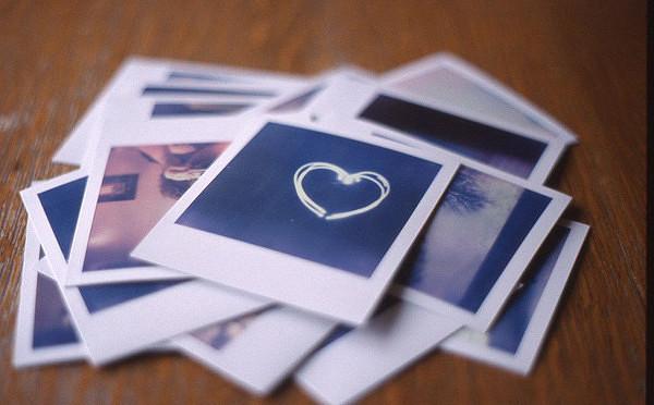 Картинки по запросу Оставь в картонной коробке пакетик силикагеля вместе со снимками.