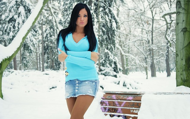 Девушки в капроновых колготках и юбке фото фото 305-499