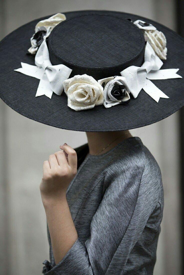 f0c9afd95018 С годами я понял , что самое главное в платье - это женщина, которая его  надевает. Ив Сен - Лоран