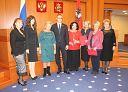 Заседание завершилось торжественным награждением заслуженных людей почетными грамотами Мосгордумы и совместной фотографией с коллегами.