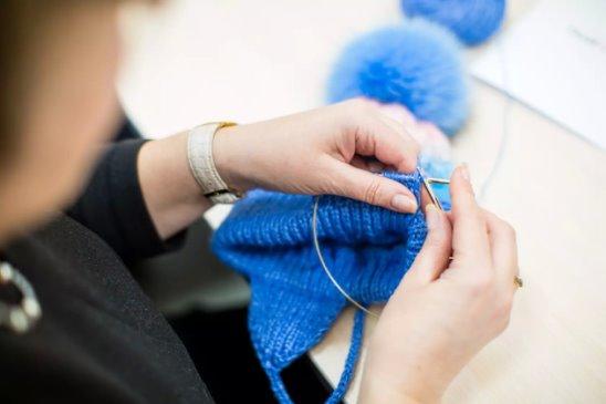 Картинки по запросу Связанные из ангоры изделия дольше сохранят свою форму, если при вязании добавить подходящую по цвету шелковую швейную нить