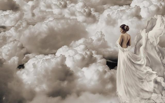 К чему снится видеть небо, покрытое тучами - это к большим проблемам.