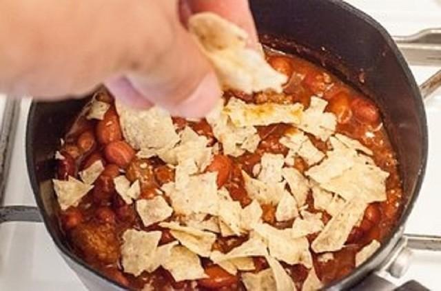 Картинки по запросу Сделать соус чили более густым тебе помогут дробленые чипсы
