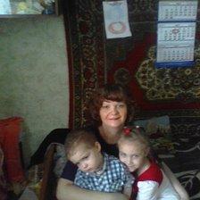 Мать одиночка с двумя детьми (младший астма средней тяжести), примет в дар школьную форму на рост :134 см,девочка (цвет синий),вторую обувь(длинна стопы :19см),канцелярию