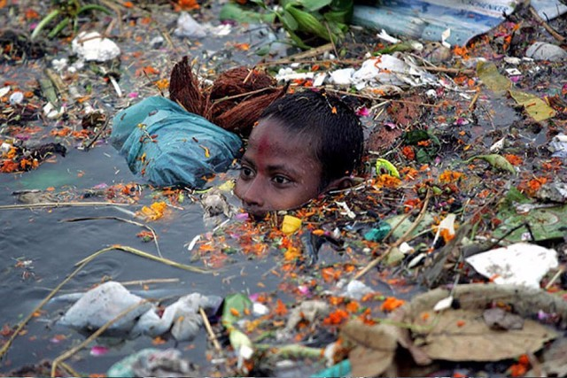 Почему нужно беречь природу  Берегите эту Землю эту воду Даже малую былиночку любя Берегите всех зверей внутри природы Убивайте лишь зверей внутри себя