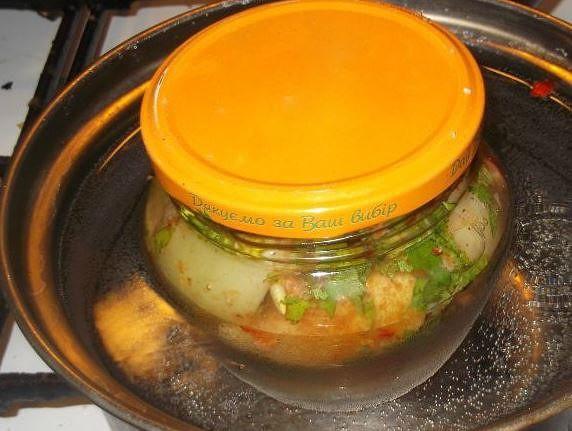 По нашему рецепту с фото вы приготовите в меру пряные помидоры, с тонким чесночным привкусом.