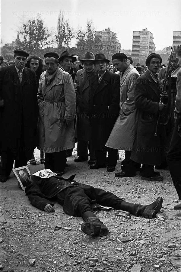 Черный полицейский в будапеште фото 607-971