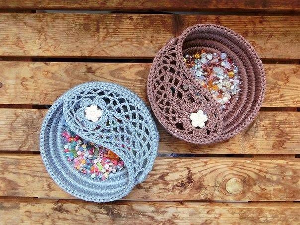 Красивые вязаные чаши на основе из шнура