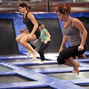 Польза прыжков на батуте для похудения и оздоровления.
