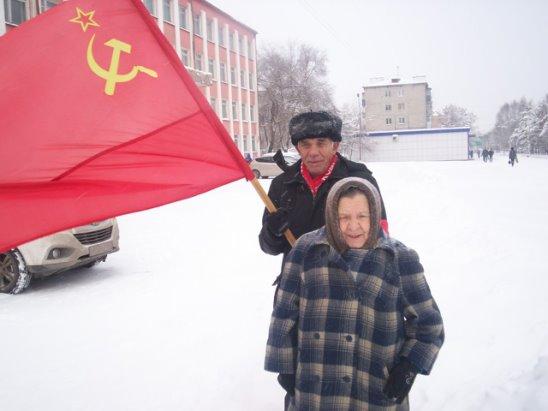 Идём с красным знаменем