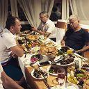 За ужином с Олегом Михайловичем Газмановым обсуждаем перспективы сотрудничества. Возможно что-нибудь интересненькое придумаем)