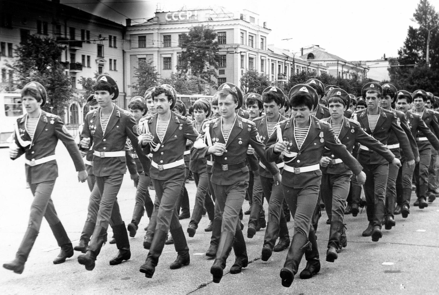 она душе, фото советских дембелей десантников список банковских отделений