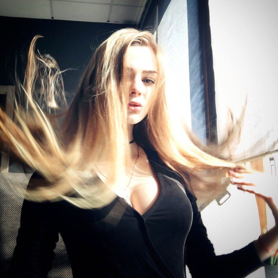 spyashey-video-foto-blondinka-ne-vidno-litsa-foto-negri