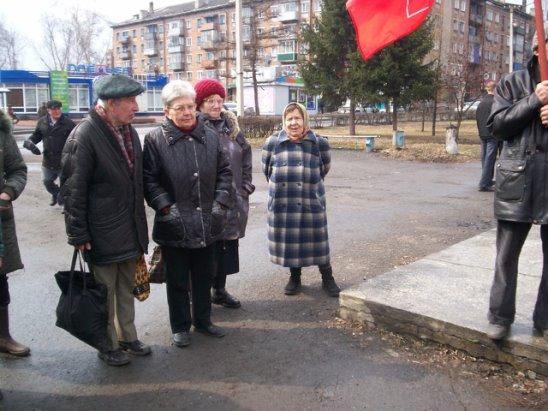 Активисты у Ленина