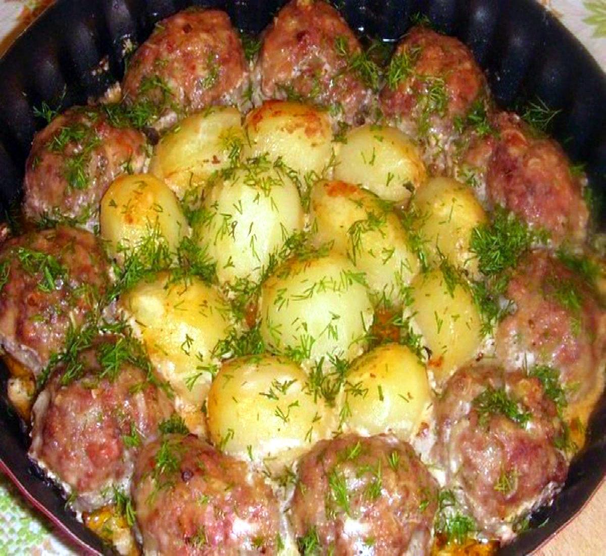 картофельная запеканка с мясными шариками в духовке