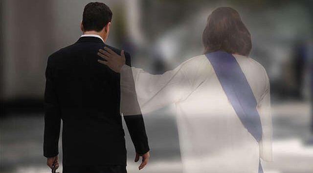 Картинки по запросу шел по улице бог слушал мысли прохожих