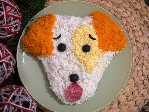 Картинки по запросу Новогодний салат «Собачка» с шампиньонами и колбасой