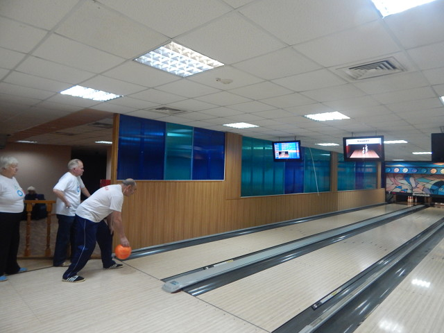 в г. Кулебаки соревнования по боулингу между ВОИ и ветеранами города и завода
