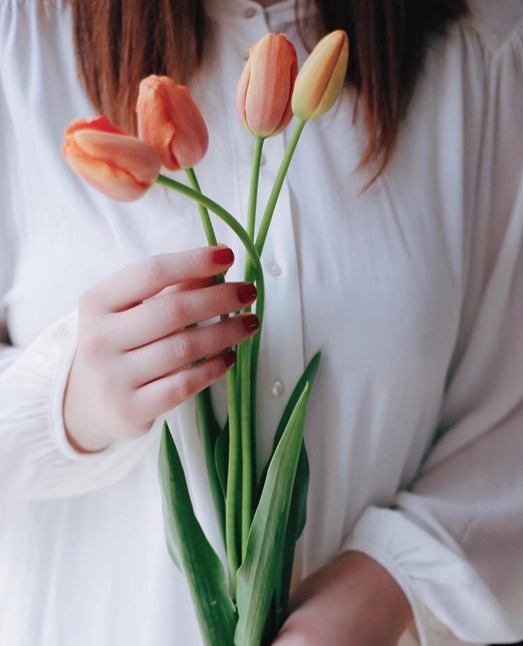 оттенка картинки так хочется весны тюльпанчиков и счастья руках особенности