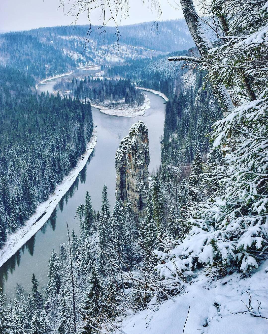 Скала Чёртов палец на реке Усьва, Пермский край, Россия.