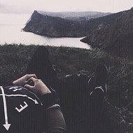 ♛ E I ♛