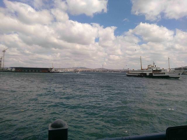 Выход из бухты Золотой Рог в Босфор