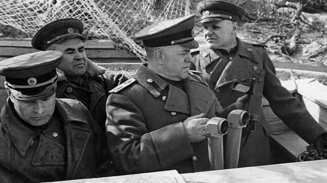 Картинки по запросу Решение Жукова о вводе в сражение танковых армий